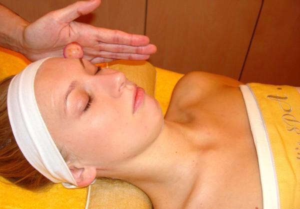массаж шарами из минераллов литотерапия